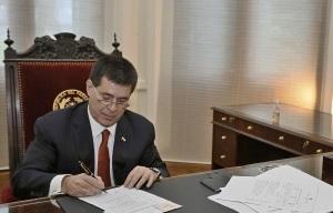 cartes-firma-decreto_urhv9hu2